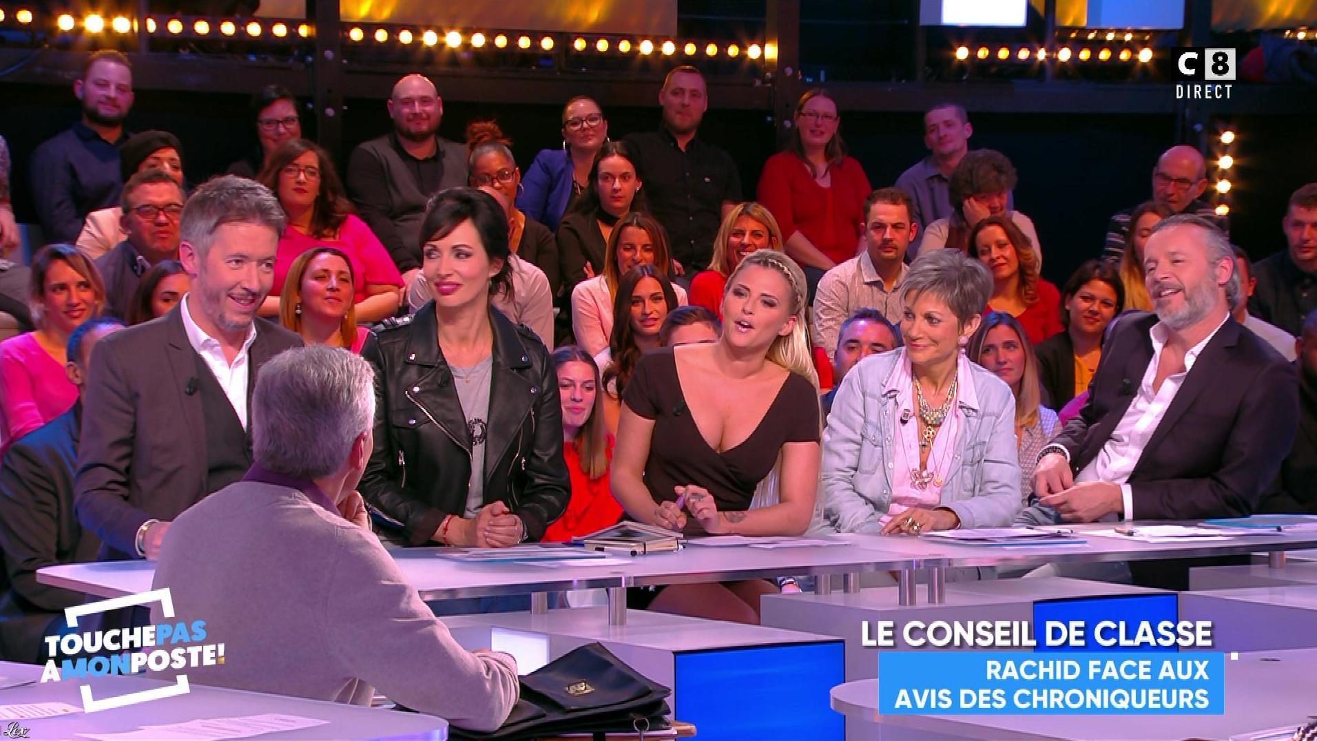Kelly Vedovelli dans Touche pas à mon Poste. Diffusé à la télévision le 22/11/17.