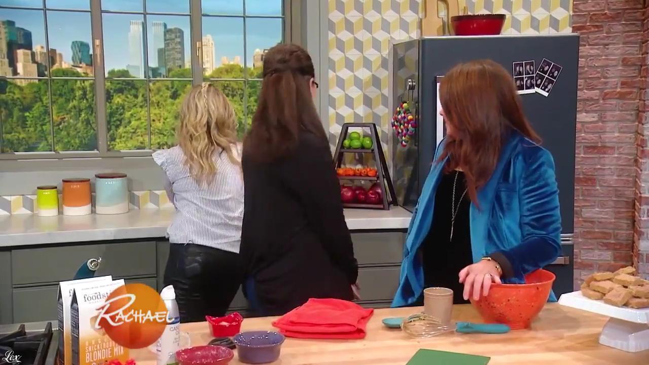 Sarah Michelle Gellar dans Rachael Ray Show. Diffusé à la télévision le 10/10/17.