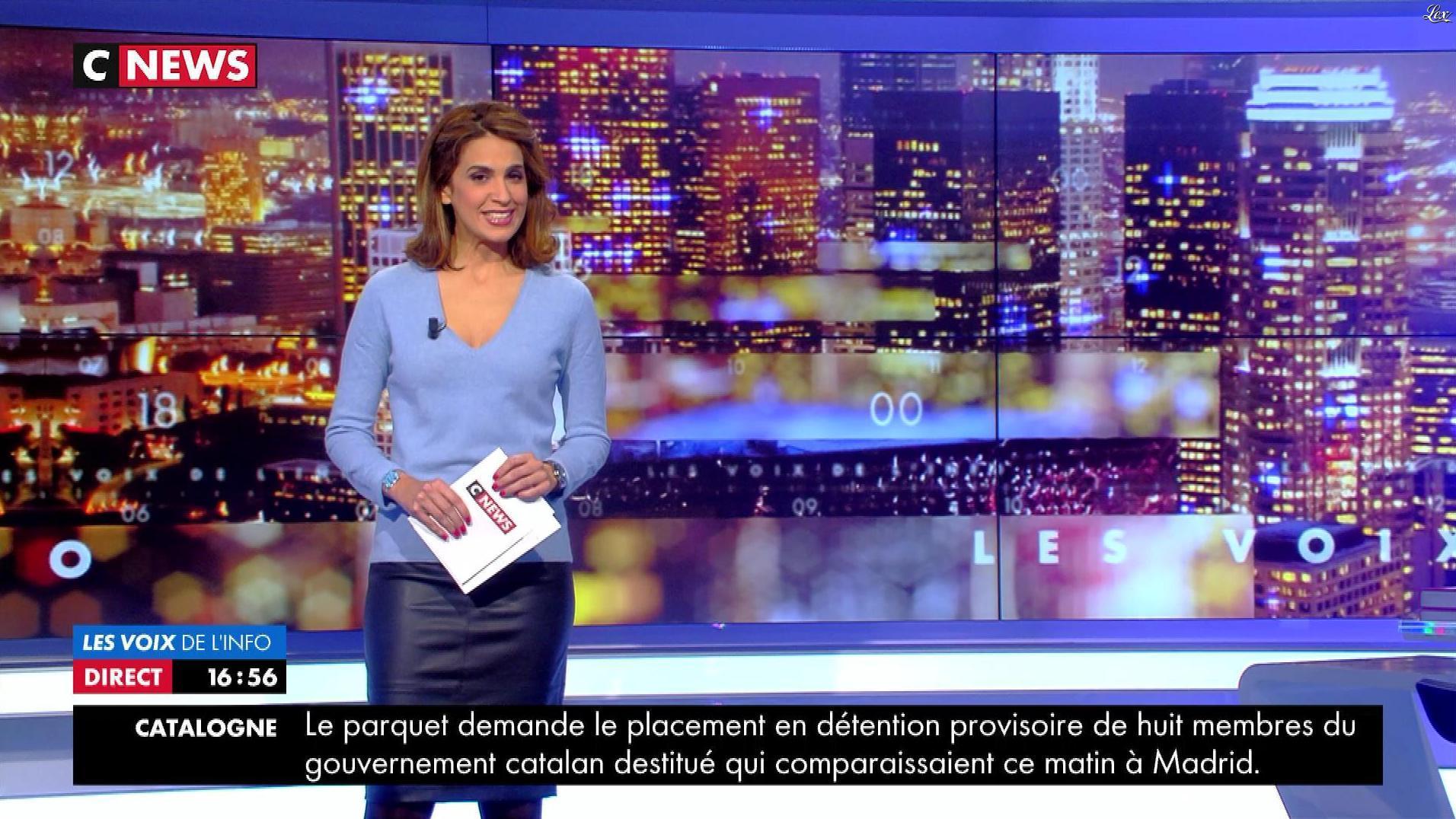 Sonia Mabrouk dans les Voix de l'Info. Diffusé à la télévision le 02/11/17.