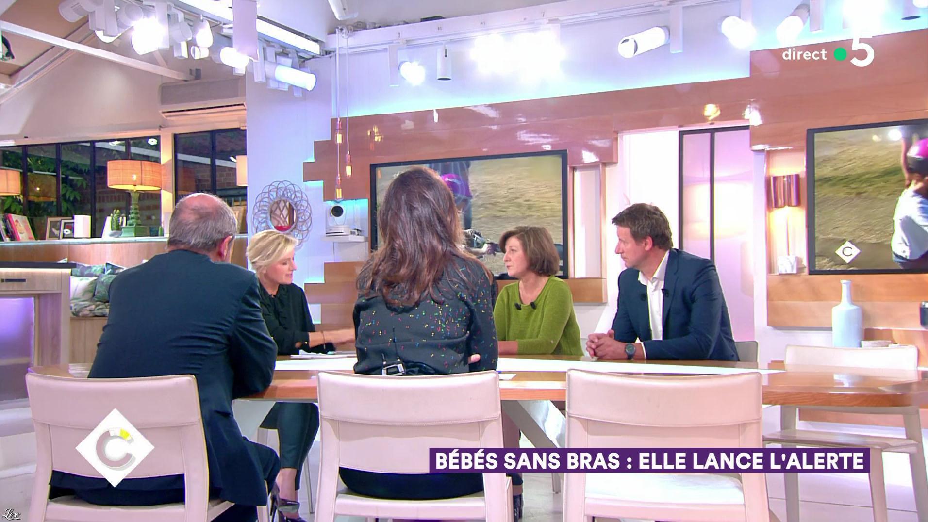 Anne-Elisabeth Lemoine dans C à Vous. Diffusé à la télévision le 10/10/18.