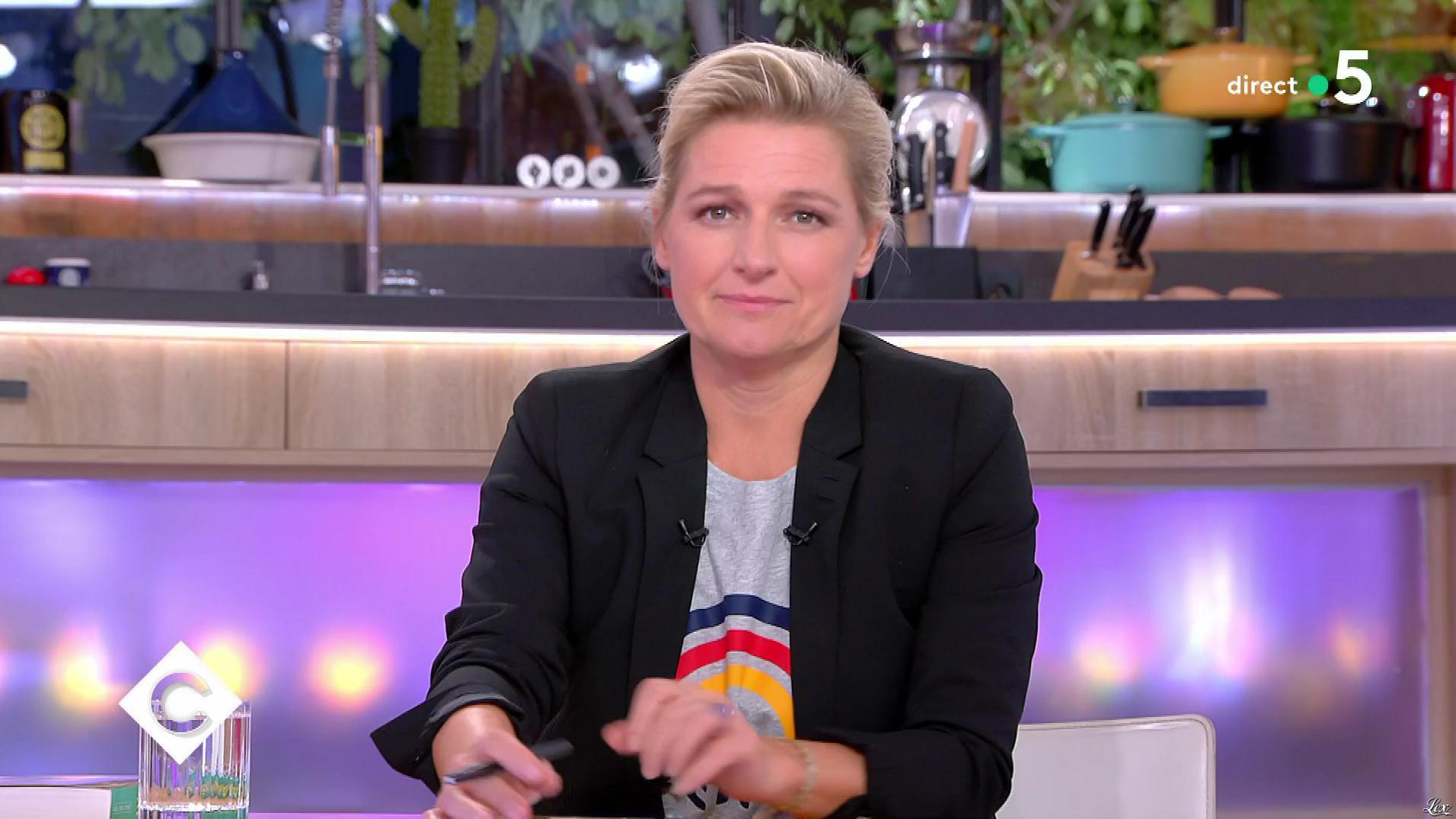 Anne-Elisabeth Lemoine dans C à Vous. Diffusé à la télévision le 23/10/18.