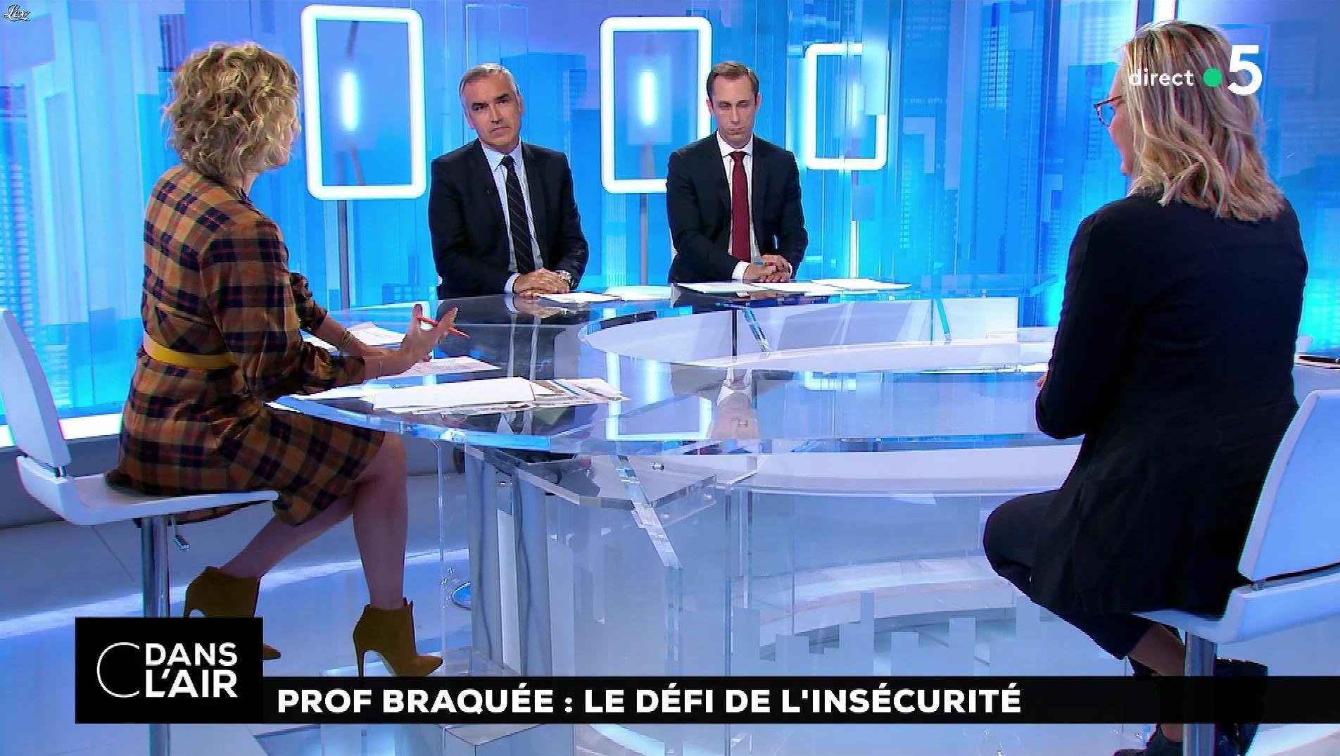 Caroline Roux dans C dans l'Air. Diffusé à la télévision le 22/10/18.