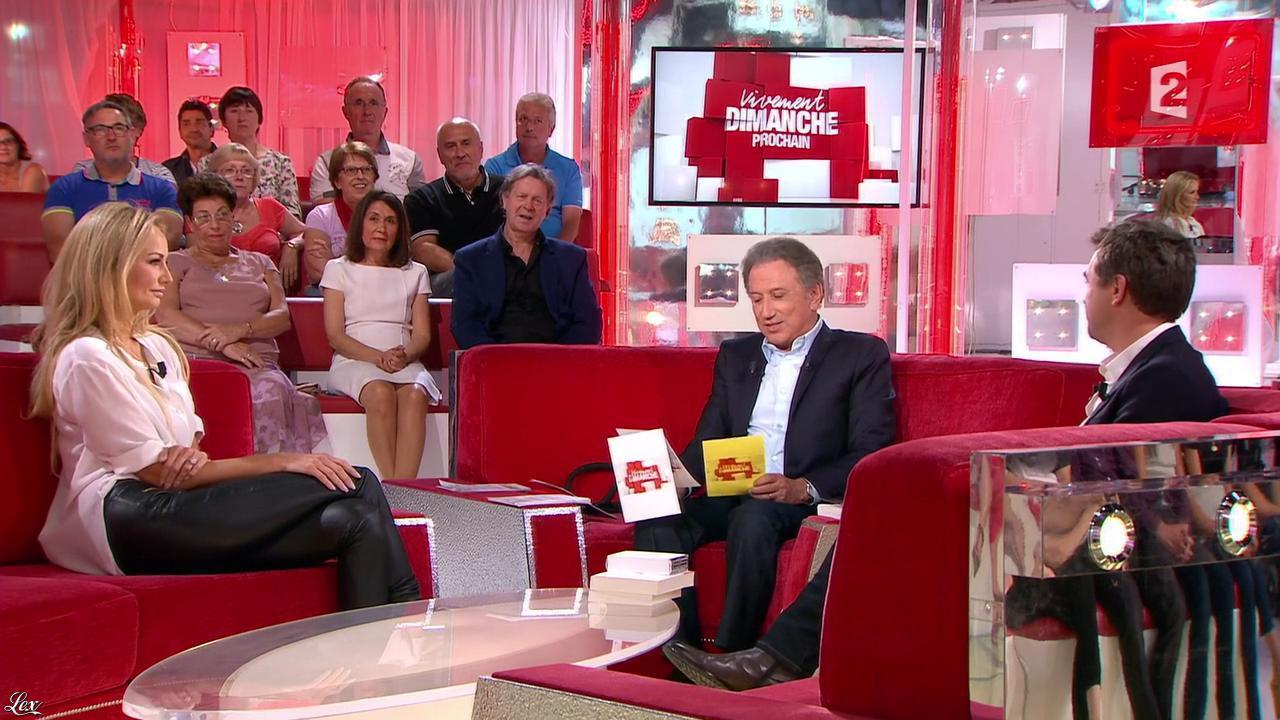Adriana Karembeu dans Vivement Dimanche Prochain. Diffusé à la télévision le 14/09/14.