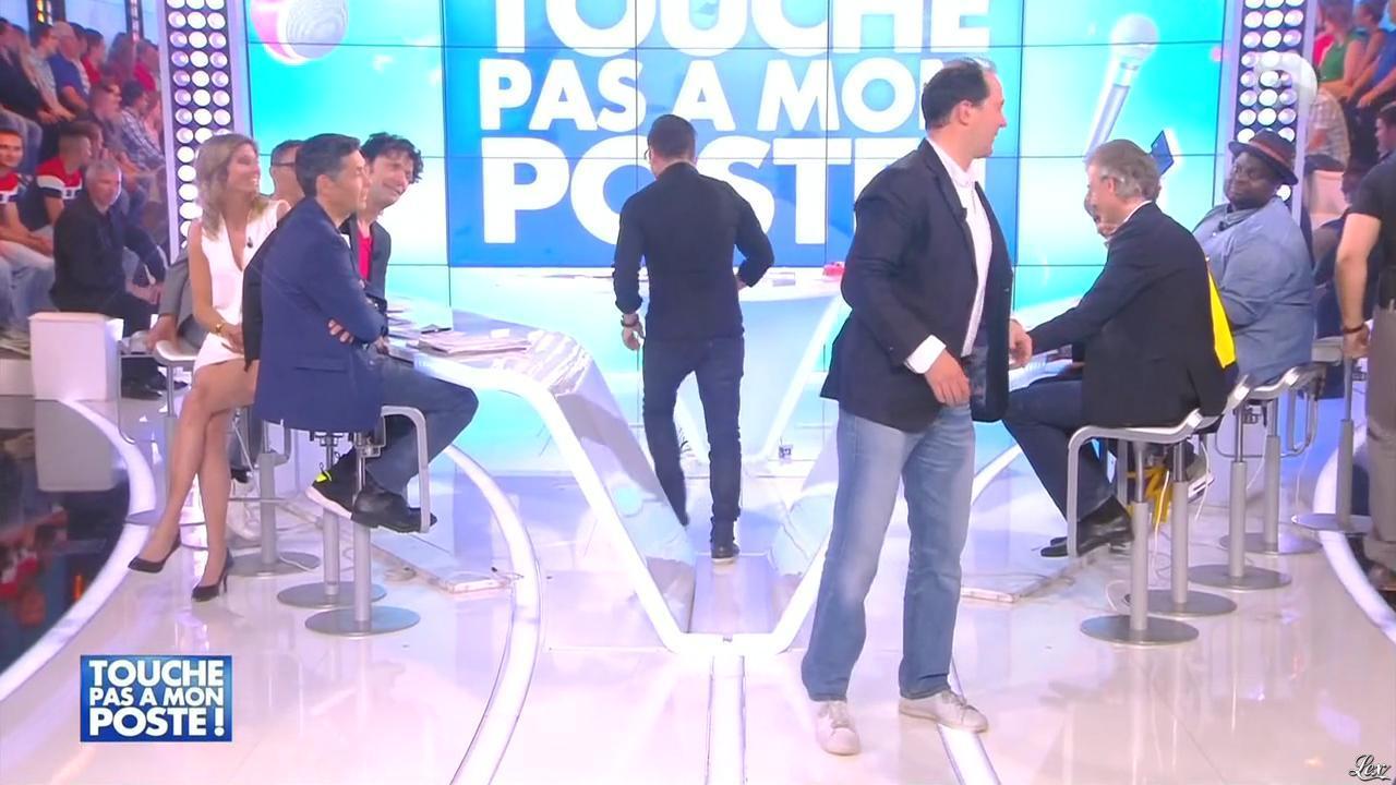Caroline Ithurbide dans Touche pas à mon Poste. Diffusé à la télévision le 03/06/15.