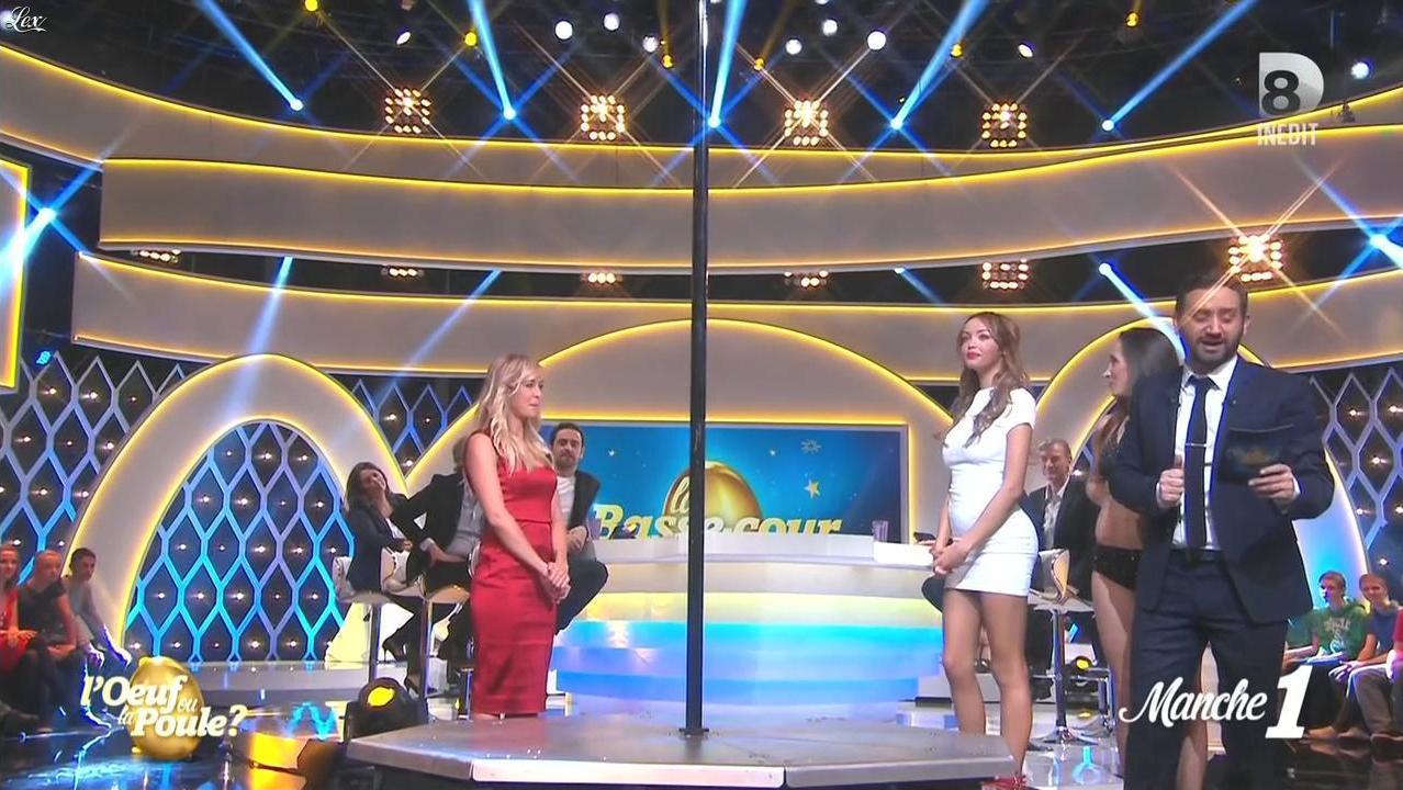 Nabilla Benattia et Enora Malagré dans l'Oeuf ou la Poule. Diffusé à la télévision le 09/04/15.
