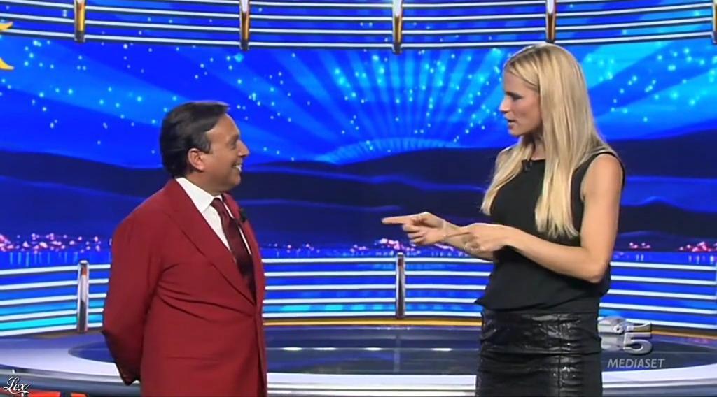 Michelle Hunziker dans Striscia la Notizia. Diffusé à la télévision le 04/10/14.