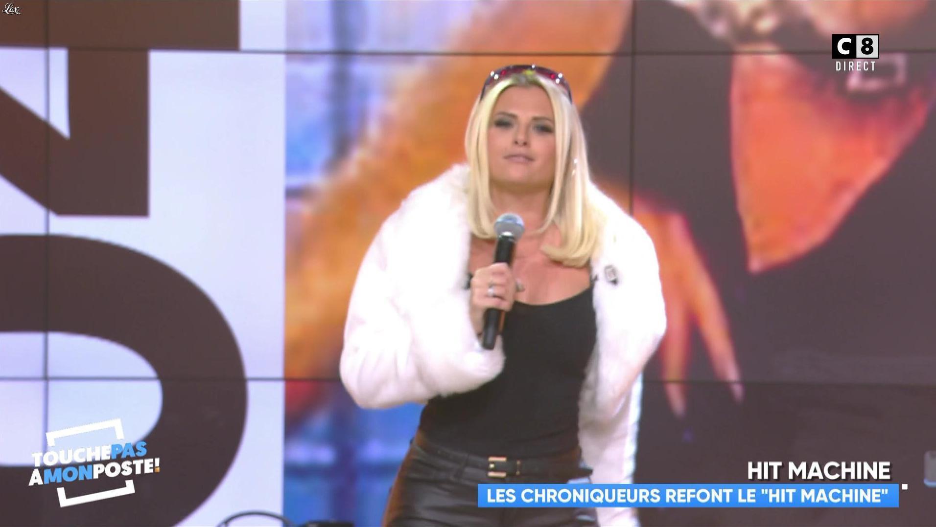 Kelly Vedovelli dans Touche pas à mon Poste. Diffusé à la télévision le 23/10/18.