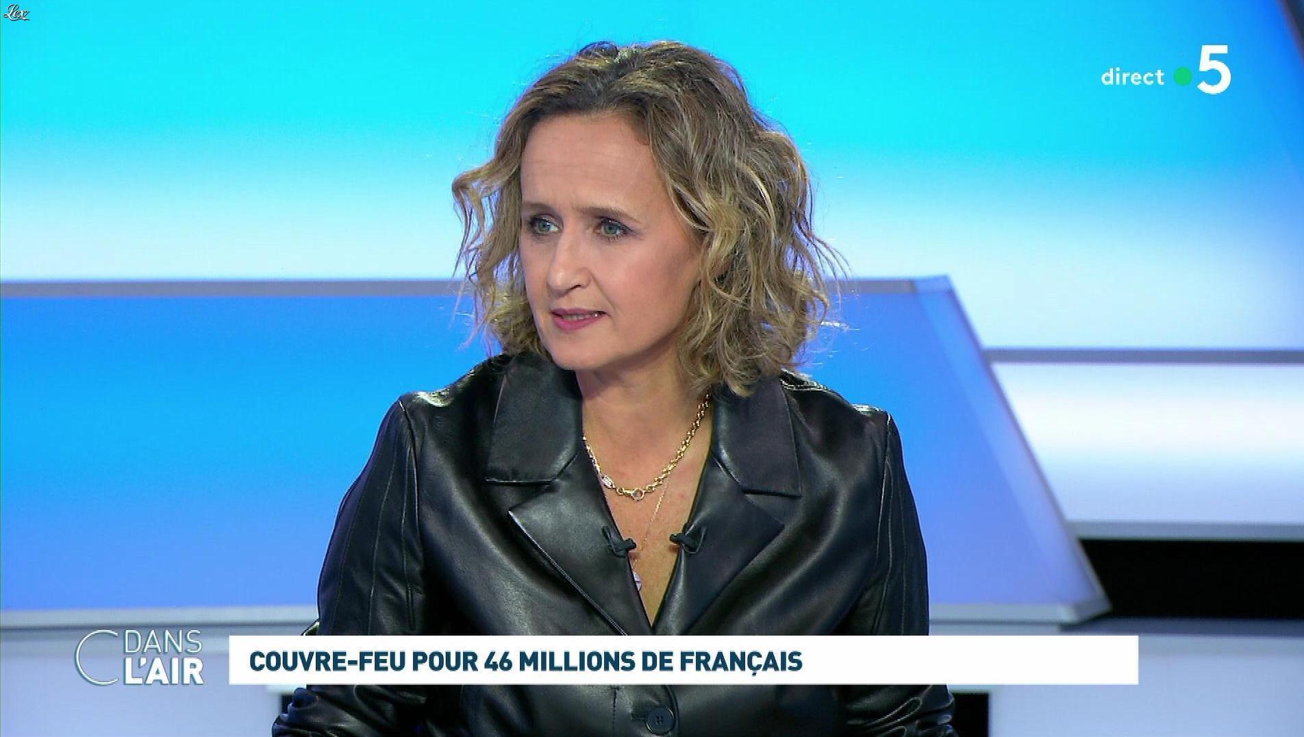 Caroline Roux dans C dans l'Air. Diffusé à la télévision le 22/10/20.