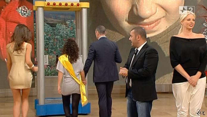 Laura Barriales dans Mezzogiorno In Famiglia. Diffusé à la télévision le 19/12/10.