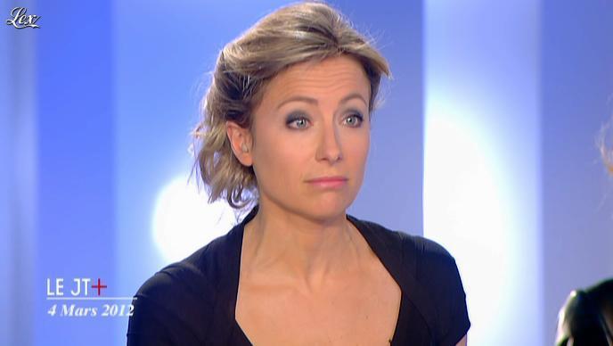 Anne-Sophie Lapix dans Dimanche Plus. Diffusé à la télévision le 04/03/12.
