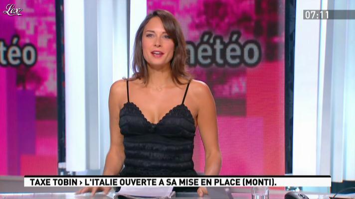 Julia Vignali dans la Matinale. Diffusé à la télévision le 09/01/12.