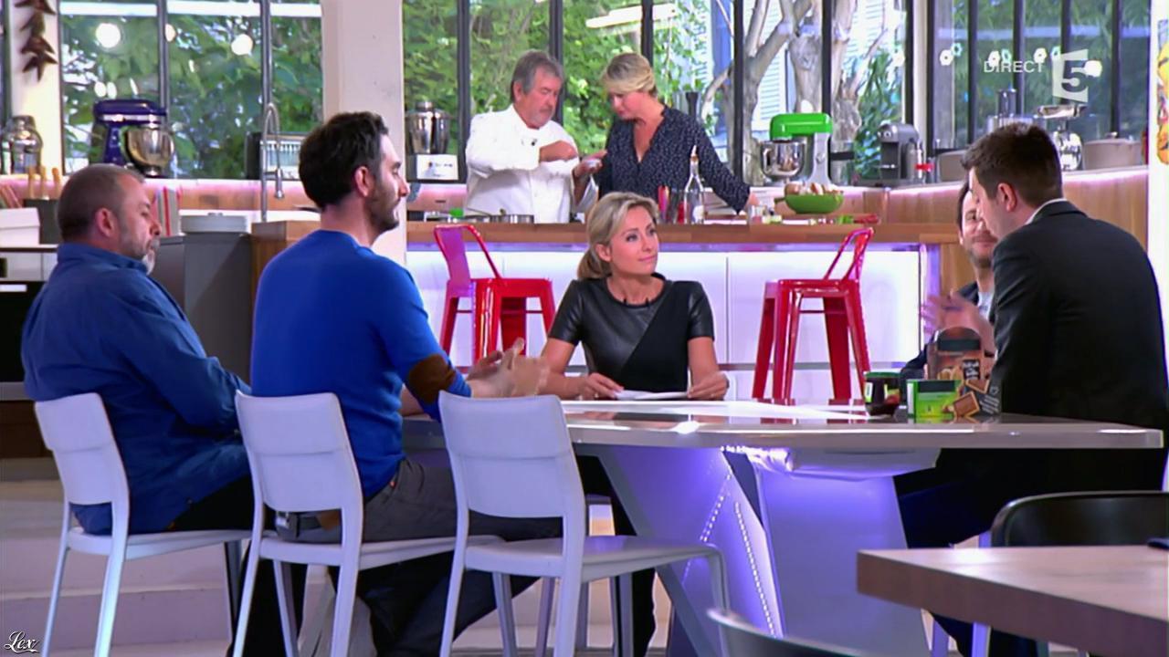 Anne-Sophie Lapix dans C à Vous. Diffusé à la télévision le 13/05/14.