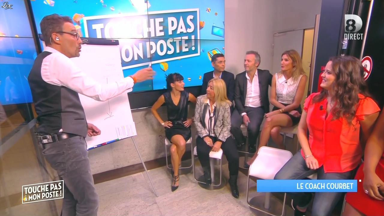Caroline Ithurbide et Erika Moulet dans Touche pas à mon Poste. Diffusé à la télévision le 06/11/15.