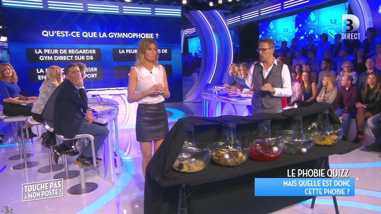 Caroline Ithurbide dans Touche pas à mon Poste. Diffusé à la télévision le 06/11/15.