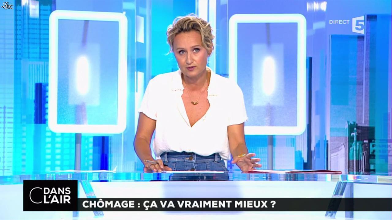 Caroline Roux dans C dans l'Air. Diffusé à la télévision le 25/08/16.