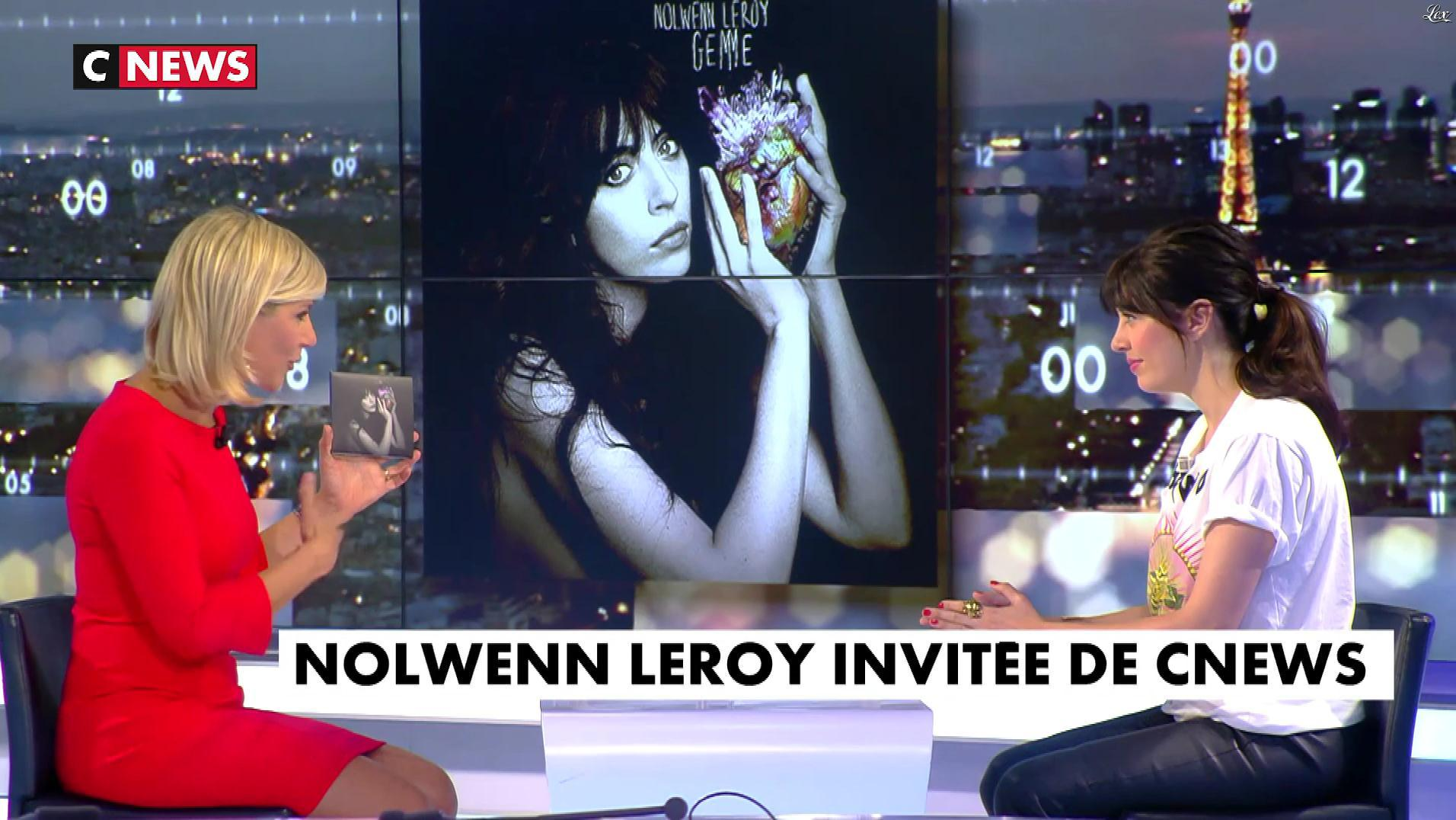 Laurence Ferrari et Nolwenn Leroy dans le Grand JT. Diffusé à la télévision le 20/09/17.